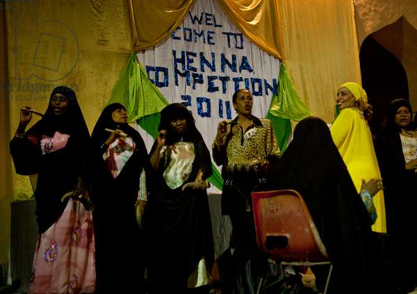 Muslim women at henna competition during maulidi festival, Lamu, Kenya, Africa (photo)