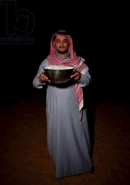 Beduin in Sakakah Desert, Saudi Arabia (photo)