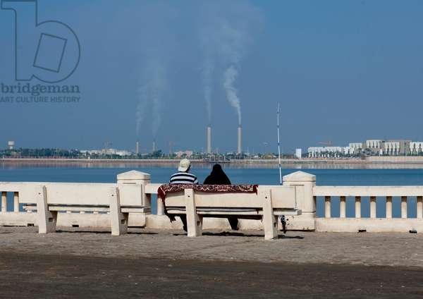 Couple on Jeddah Corniche,saudi Arabia (photo)