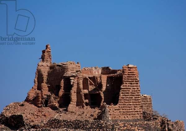 Old House in Ruins, near Sarat Abidah, Saudi Arabia (photo)