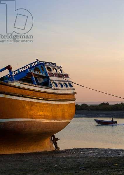 Dhow Boat At Low Tide, Qeshm Island, Laft, Iran, 2015 (photo)