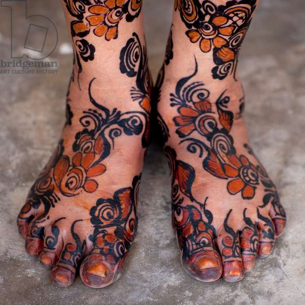 Painted woman feet with henna and indigo blue, Lamu, Kenya, Africa (photo)
