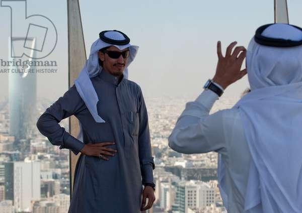 Local Tourists Taking Pictures, Riyadh, Saudi Arabia (photo)