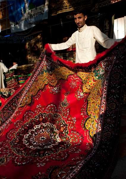 Carpet Seller in Jeddah, Saudi Arabia (photo)