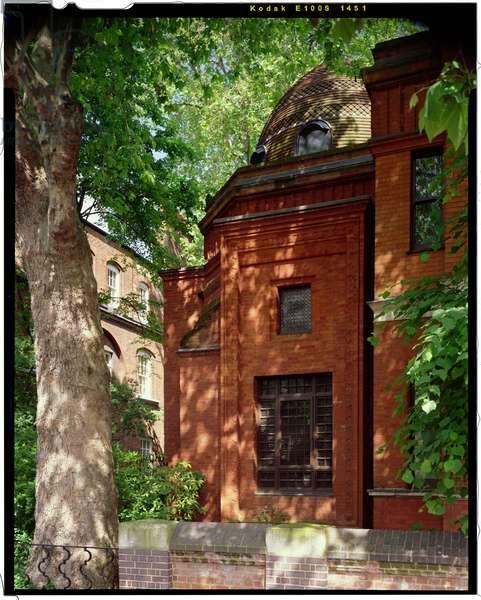 Exterior of the Arab Hall, Leighton House, London (photo)