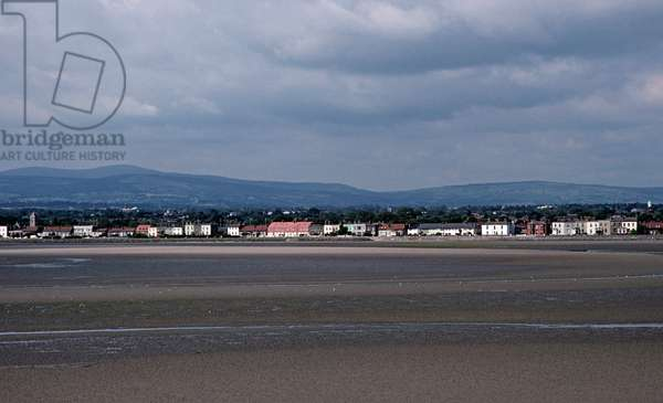 Sandymount Strand with the Wicklow Hills in the background, referred to in James Joyce 'Ulysses', Dublin, Ireland (photo)