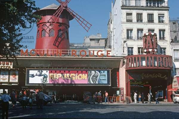 Moulin Rouge, Cabaret, Night Club, Clichy, Paris, France (photo)
