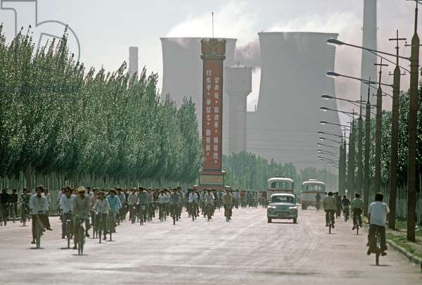 Workers cycling from Baotou Steel Works, Inner Mongolia, China, 1985 (photo)