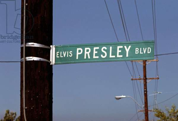Elvis Presley Boulevard sign, Memphis, Tennesse, 18th August 1977 (photo)
