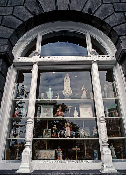 Religious statues shop in Dublin, James Joyce referred to 'Religious Symbols' in Dubliners, Ireland (photo)