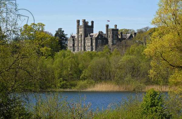 Crom Castle in Summer, Upper Lough Erne, County Fermanagh, Northern Ireland, UK (photo)