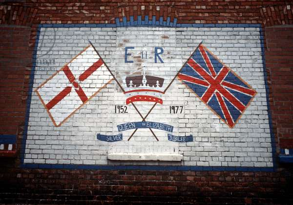 Belfast, 1977: Quenn Elizabeth Silver Jubilee mural in loyalist part of Belfast during The Troubles, Northern Ireland Conflict (photo)