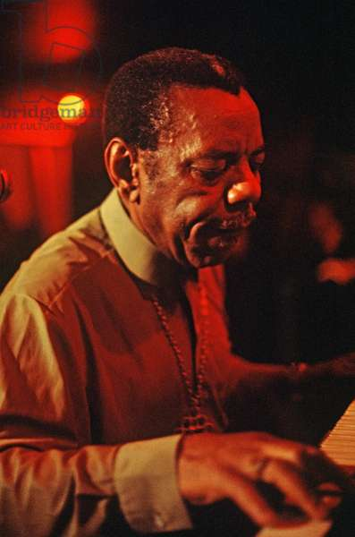 Champion Jack Dupree playing the blues in an English club in the 70s and 80s (photo)