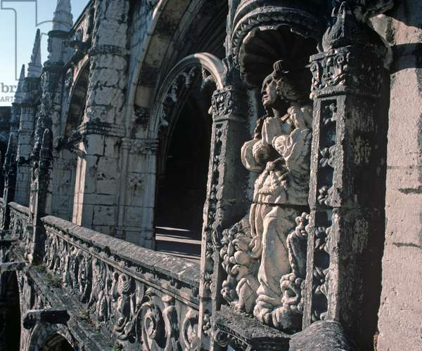 Decorated cloister arches in Jeronimos Monastery, the Hieronymites Monastery, Lisbon, Portugal (photo)
