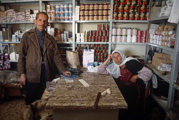 Palestinian shopkeeper and wife in West Bank, East Jerusalem, Israeli, Palestinian Authority (photo)