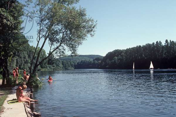 Sailing and sunbathing on The Lot river, Lot Department, South West France (photo)