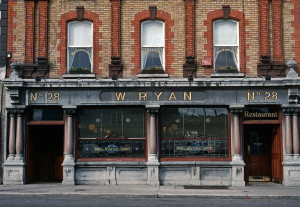Ryan's Bar of Parkgate, Dublin. one of the few pubs which James Joyce was barred from. Ireland (photo)