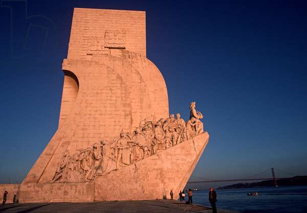 Monument of the Discoveries on the bank of the River Tagus, Lisbon, Portugal (photo)