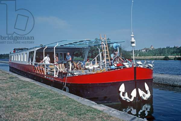 Hotel barges on the River Yonne, Burgundy, France (photo)