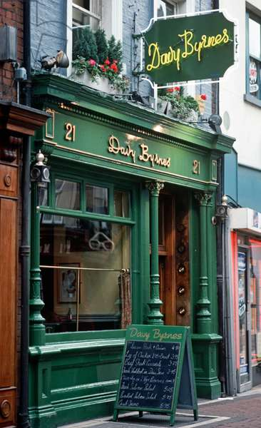 Davy Byrne's Moral pub oftened frequented by James Joyce, it also appears in 'Ulysses', Dublin, Ireland (photo)