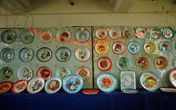 Display of enamel plates in Baotou Enamel factory, Baotou, Inner Mongolia, China, 1985 (photo)