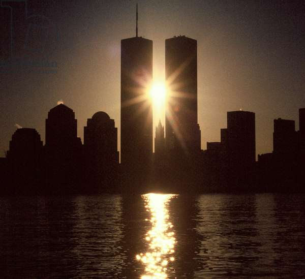 View of the daybreak on the World Trade Center's twin towers in New York City, 2000 (photo)