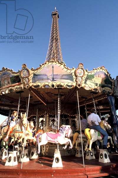 Carousel and Eiffel Tower, Paris, 2005 (photo)