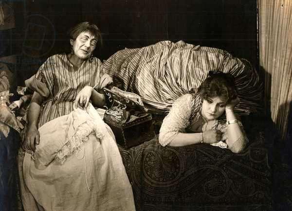 Frida Richard and Pola Negri in 'Die Flamme', 1922 (b/w photo)