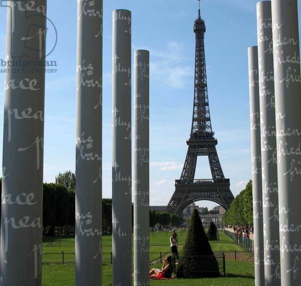 Tour Eiffel, Glass Wall for Peace, 2009 (photo)