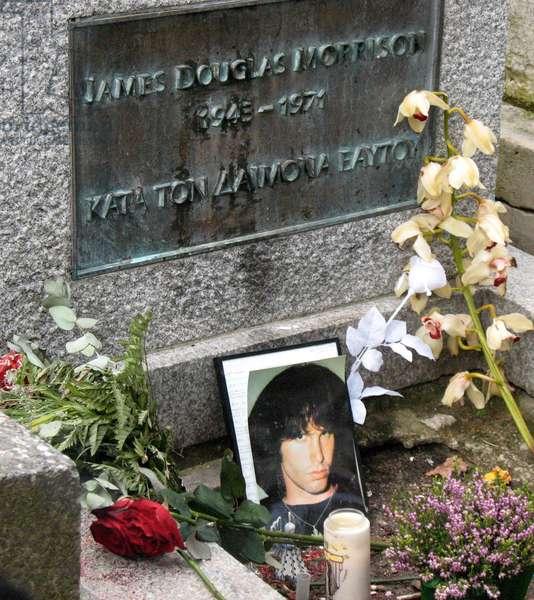 Tomb of Jim Morrison (1949-71) Le Père Lachaise, Paris (photo)