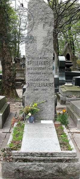 Tomb of Guillaume Apollinaire, Le Père Lachaise, Paris (photo)