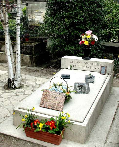 Gravesite of Simone Signoret and Yves Montand, Le Père Lachaise, Paris (photo)