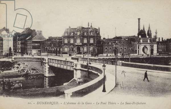 L'avenue de La Garre (b/w photo)
