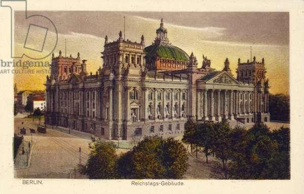 Reichstag building in Berlin (photo)