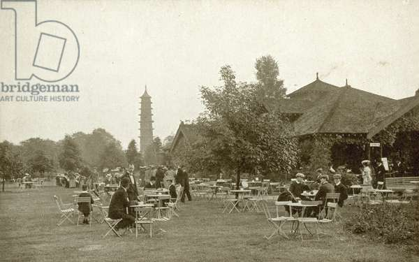 Kew Gardens, Pagoda (b/w photo)