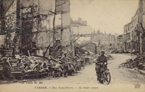 French soldiers on Rue Saint Pierre, Verdun, France, World War I (b/w photo)