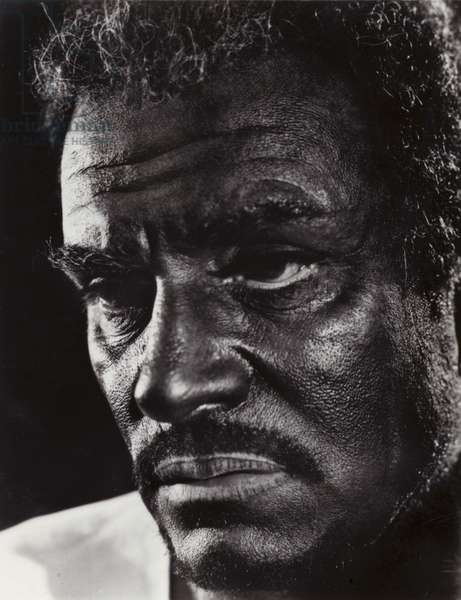 Laurence Olivier as Othello (b/w photo)
