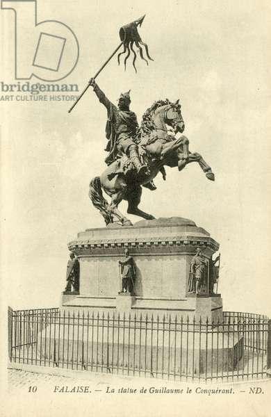 Falaise, La statue de Guillaume le Conquerant, ND (b/w photo)