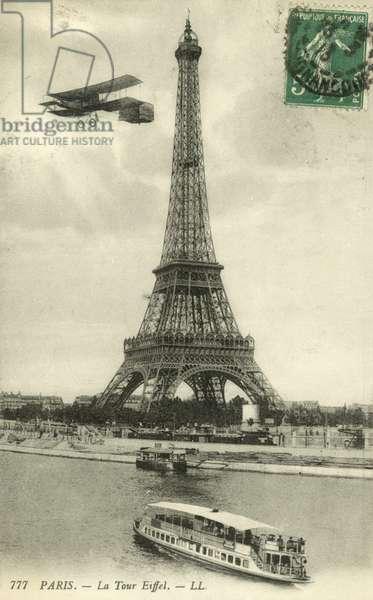 The Eiffel Tower (b/w photo)