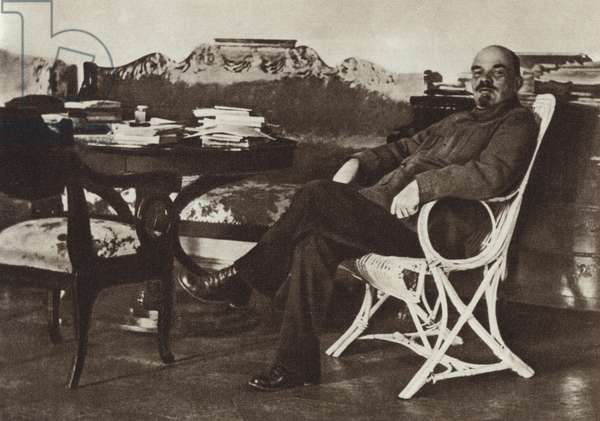 Lenin in Gorki, August-September 1922 (b/w photo)