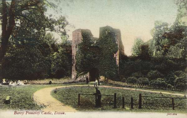 Berry Pomeroy Castle, Devon (photo)