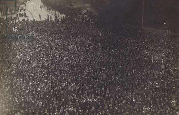 Crowds gathered on the streets on May Day, Prague, Austro-Hungarian Empire, World War I, 1918 (b/w photo)