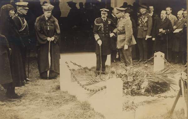 King George V and Queen Mary visiting the Edith Cavell Memorial (b/w photo)