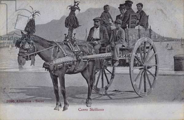 Postcard depicting a group of people sitting in a horse-drawn carriage in Sicily (b/w photo)
