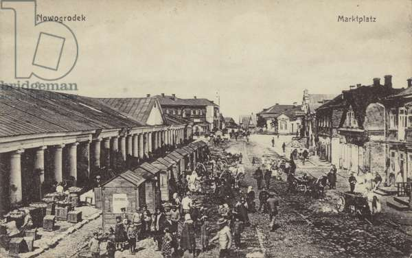 Market square in the German-occupied town of Nowogrodek (Navahrudak), Ruthenia, World War I, 1915-1918 (b/w photo)