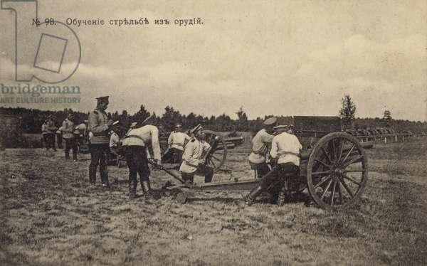 Russian artillery performing a training drill, World War I, 1916 (b/w photo)