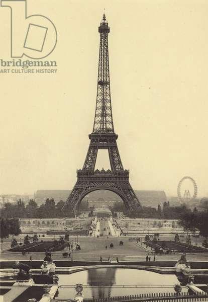 La Tour Eiffel (b/w photo)