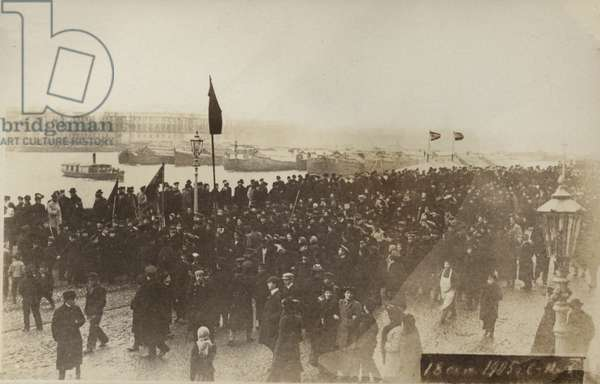 Demonstration in St Petersburg the day after the signung of the October Manifesto, Russian Revolution of 1905 (b/w photo)