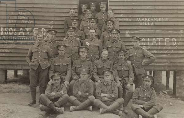 British soldiers in front of a barracks (b/w photo)