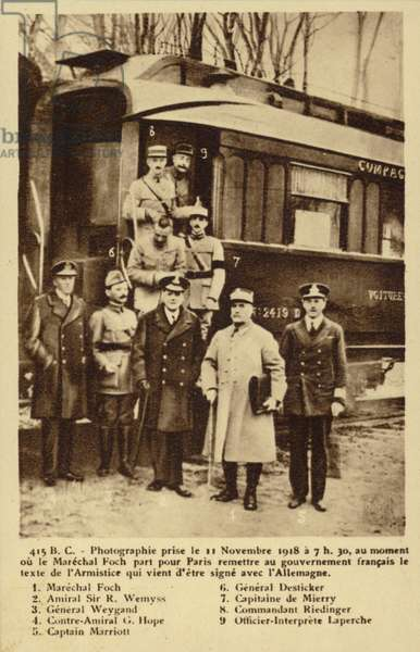 Photograph of the signatories of the Armistice treaty outisde the train (b/w photo)